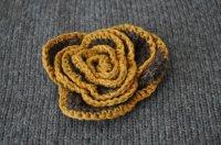 ◆30%off◆チェコ・ハンドメイド手編みニットの花ブローチ/茶×黄
