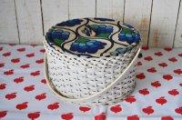 ドイツ・ヴィンテージ ビニール編みかごソーイングボックス丸型/花柄