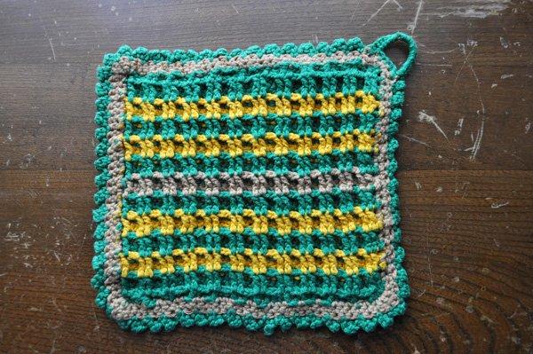 画像1: ドイツ・ヴィンテージ  手編みの鍋つかみorポットマット/グリーン×イエロースクエア