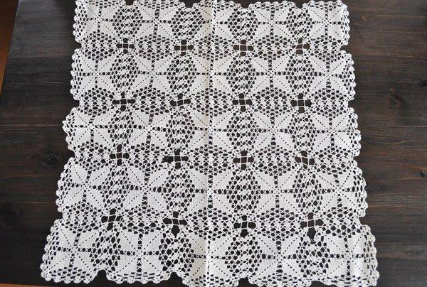 画像1: ドイツ・ヴィンテージ手編みモチーフつなぎレースのテーブルクロス/生成