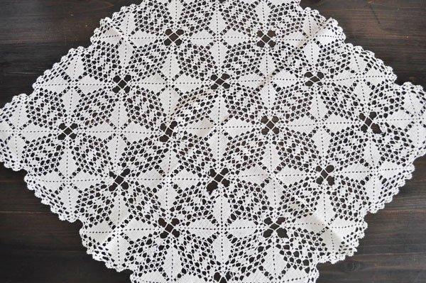 画像2: ドイツ・ヴィンテージ手編みモチーフつなぎレースのテーブルクロス/生成