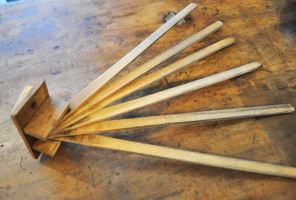 画像2: ドイツ・アンティーク 木製キッチンタオルハンガー6連/無塗装(汚れあり)