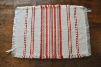 ドイツ・ヴィンテージ 織り柄模様のテーブルマット/アイボリー×朱赤
