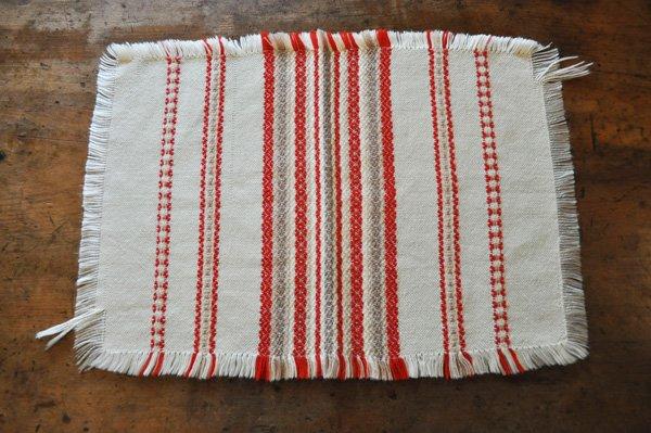 画像1: ドイツ・ヴィンテージ 織り柄模様のテーブルマット/アイボリー×朱赤
