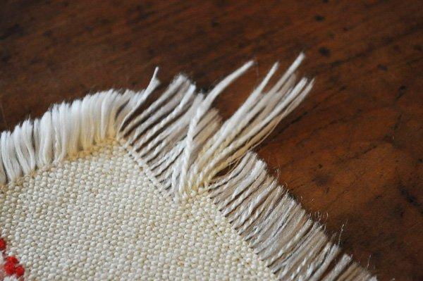画像3: ドイツ・ヴィンテージ 織り柄模様のテーブルマット/アイボリー×朱赤