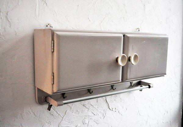 画像2: 【送料無料】ドイツ・ヴィンテージ フック付き壁掛け収納棚/薄グレーホワイト